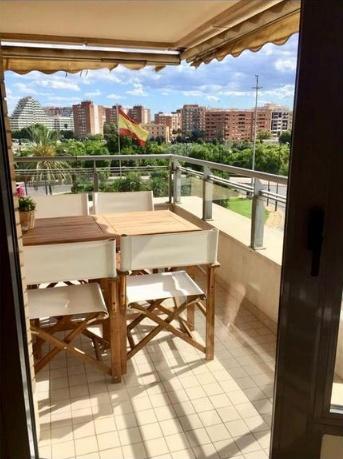 Ref. 000641 – Piso amplio en Avenida de Francia – Valencia