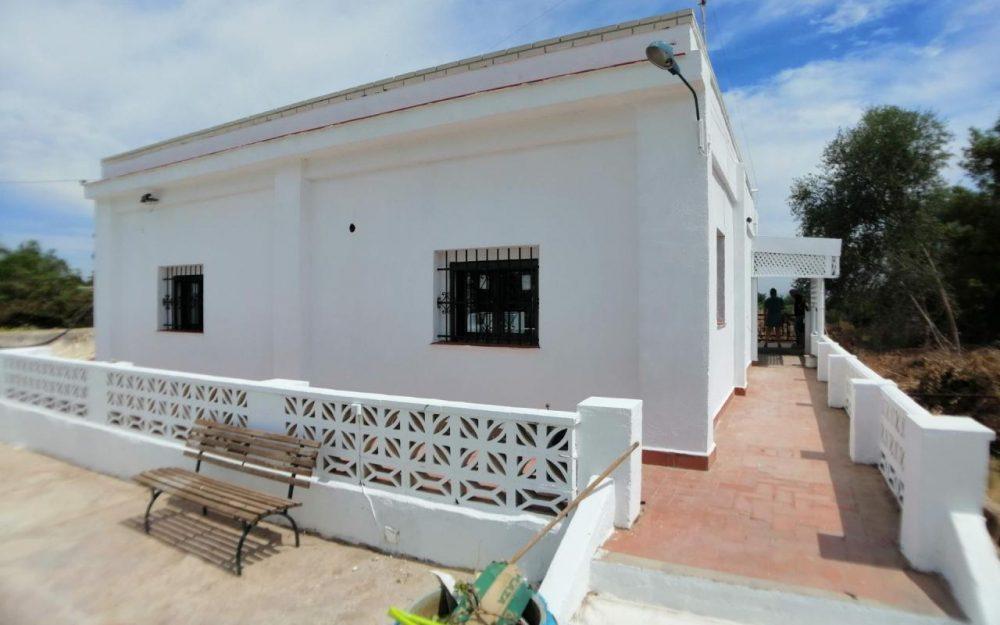 Casa en alquiler en Moncada – Ref.000901