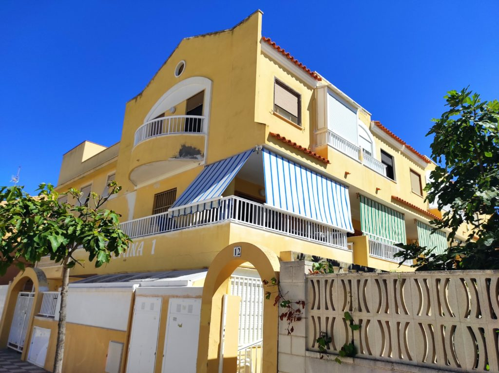 Townhouse at front of beach in Tavernes de La Valldigna – Ref. 001055