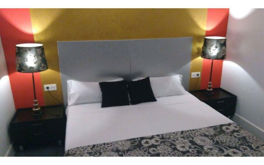 Habitación grande con baño privado en centro Valencia – Ref. 001195