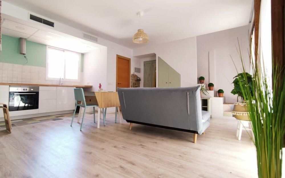 Estudio para estudiantes con terraza en alquiler en Moncada – Ref. 001198