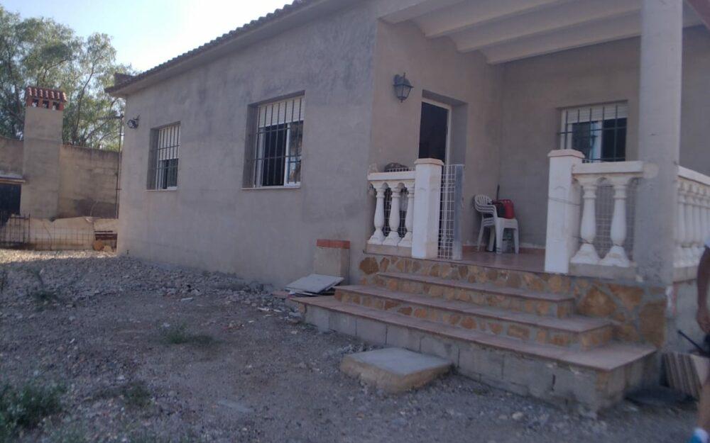 Villa with pool for sale in La Pobla de Vallbona – Ref. 001236